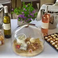💥Aujourd'hui SAMEDI 8 MAI: Présentation des VINS du Domaine de Foltodon + accords de FROMAGES ! 🤍aromates du Ventoux (poivre, tomates séchées, graines de moutarde), Rove des Pallières de Gigondas (merci Emily!), Brocciu corse fermier (de Madame Rose) à la ciboulette et huile d'olive Les Callis et les Pavés cendrés fermiers de Manu (#Team Perno Li Font) !! 🤗 💜Domaine de Foltodon; vignoble bio familial entre Nîmes et Sommières. 💥Les Horts, rosé. Grenache & Syrah. Un vin rosé frais pour l'apéritif. Fruité, presque minéral. En bouche, attaque grasse, ronde, confite. 😻 💥Les Féréoles, blanc. Vermentino, Grenache blanc et Roussane. Un nez aromatique complexe, fruité, notes de poire et pêche, une bouche pleine de fraîcheur, charnue, goûteuse. Belle persistance finale.😻  ☎️04 84 51 07 34 💻shop.maisonmoga.fr