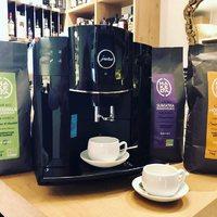⚠️TOP IDÉE CADEAU ! La machine à café haut de gamme JURA: Amoureux du café, profitez de votre boisson aux arômes authentiques avec cet expresso broyeur simple d'utilisation, qui délivre une mouture très fine et avec un système d'entretien automatique. 🖤 Cinq programmes: espresso, café crème, latte macchiato, cappuccino et lungo. ☕️.  🖤les Cafés bio équitables Makéda, torréfiés à Marseille 🤩  ☎️Pronto ? 04 84 51 07 34