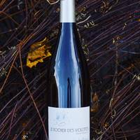 ⚠️Samedi 17 juillet: DÉGUSTATION Le Rocher des Violettes, Touche-Mitaine, Montlouis-sur-Loire 💙. Bio. 😍Blanc 100% Chenin. Vin blanc gastronomique, fruité et rond avec des notes d'acacia, coings, citron confit. Finale minérale avec une pointe de craie. Un vin blanc sec frais, parfait pour l'apéro. + 🧀 Satonnay au citron (fromage de chèvre).  ☎️04 84 51 07 34 💻shop.maisonmoga.fr 📸Xavier Weisskopf