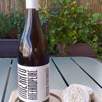 💛DÉGUSTATION ce WEEK-END à la Maison Moga: 🌟Muscat d'Alexandrie (Alexandra ! 🕺🏼); vin blanc sec, nez floral et fruité, aux arômes de pomme verte et melon; bouche minérale et saline + 🧀PÉLARDON des Cévennes ! 😛  ☎️04 84 51 07 34 💻shop.maisonmoga.fr
